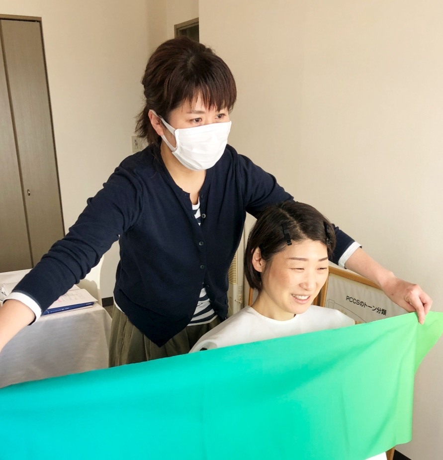 札幌グラデーションカラースケールを使った札幌のパーソナルカラー診断