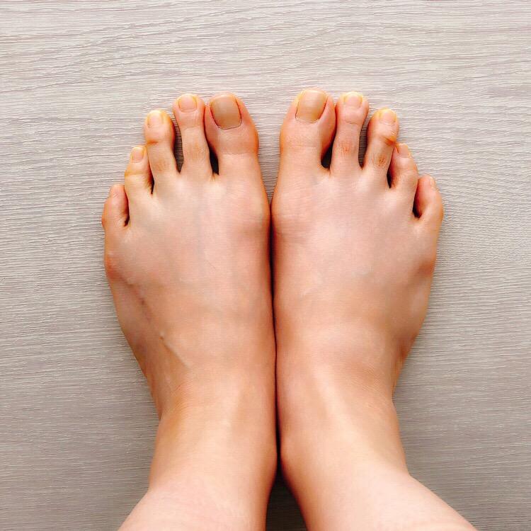 甲薄幅狭い足2